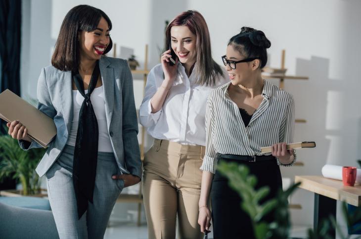 Mujeres en la tecnología: emprendimiento y desigualdad de género, nuevo smartphone de Xiaomi recomendado para ellas