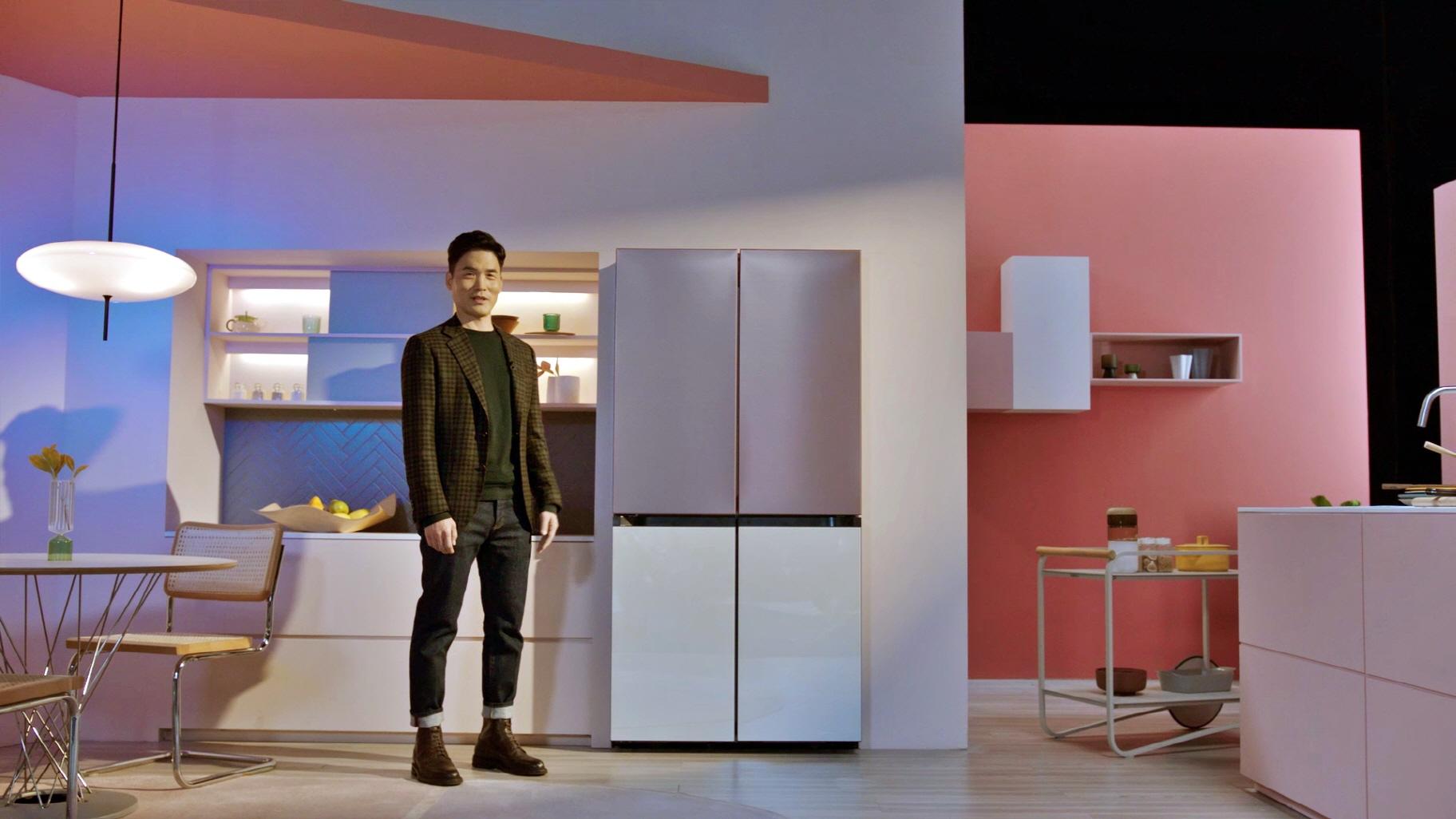 Samsung en CES 2021 presentó su refrigerador Bespoke con 4 puertas flexibles y personalizables.
