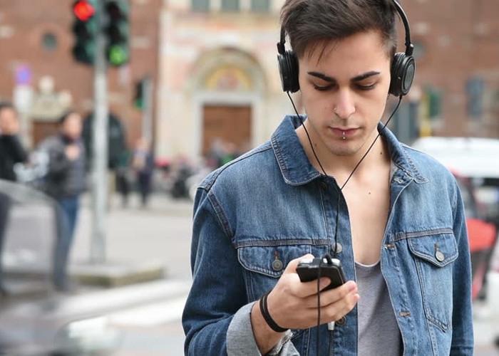 ¿Tú también disfrutas de escuchar música en tus trayectos?