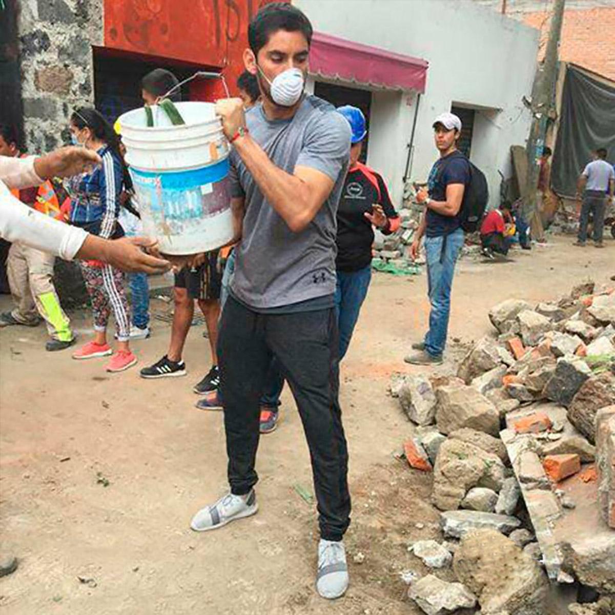 Jesús Corona ayuda tras sismo CDMX