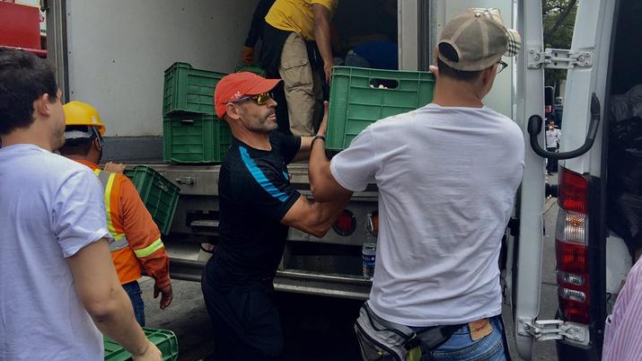 Futbolistas ayudan tras sismo CDMX