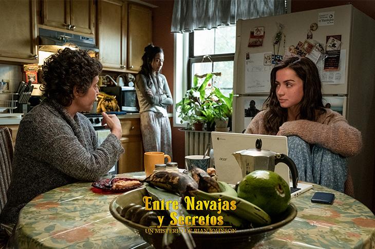 Ana de Armas como Marta en Entre Navajas y Secretos