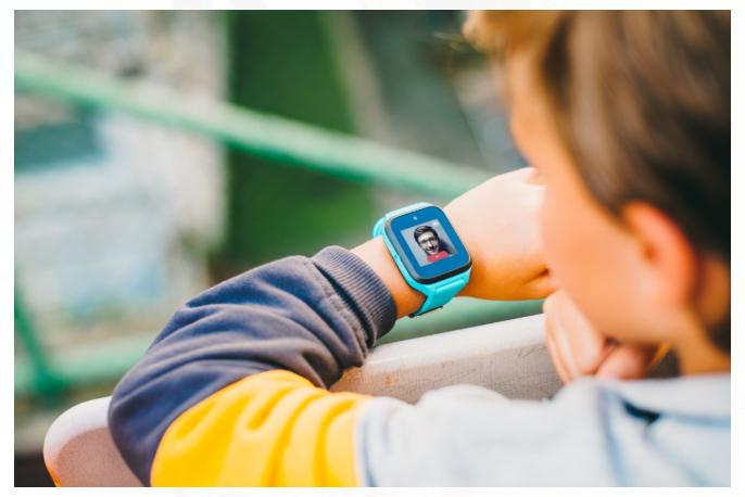 MOVE TIME Family Watch MT40 es un reloj inteligente que te permite localizar a tus niños, llamar y mensajear.