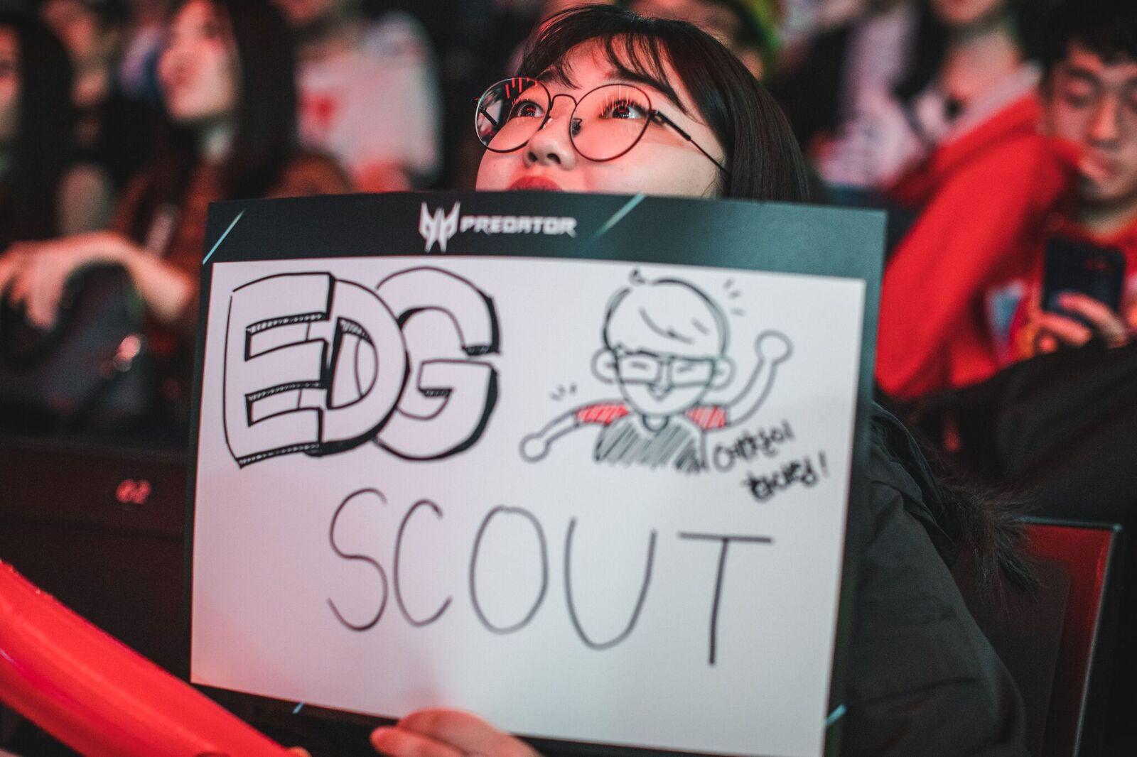 Fan de EDG mostrando su apoyo a Scout
