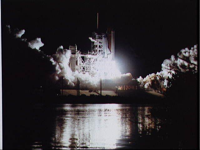 Despegue del Transbordador Espacial Atlantis en la Misión 61-B