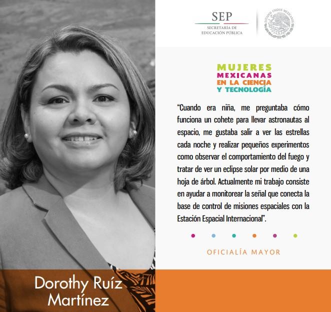 Dorothy Ruíz Martínez monitoriea la señal que conecta la base de control de misiones espaciales.