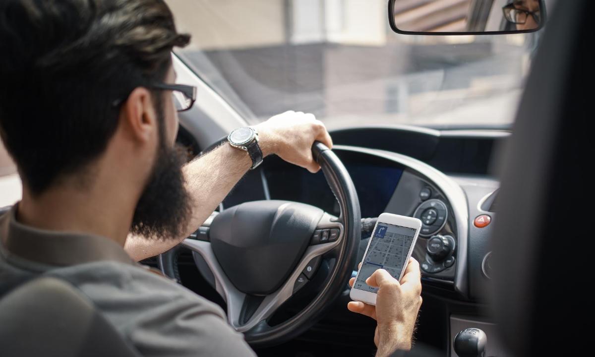 Los usuarios móviles tipo Prepago Soft y Prepago High usan sus datos mientras se transportan para navegar en Internet o consumir contenidos de audio y video.