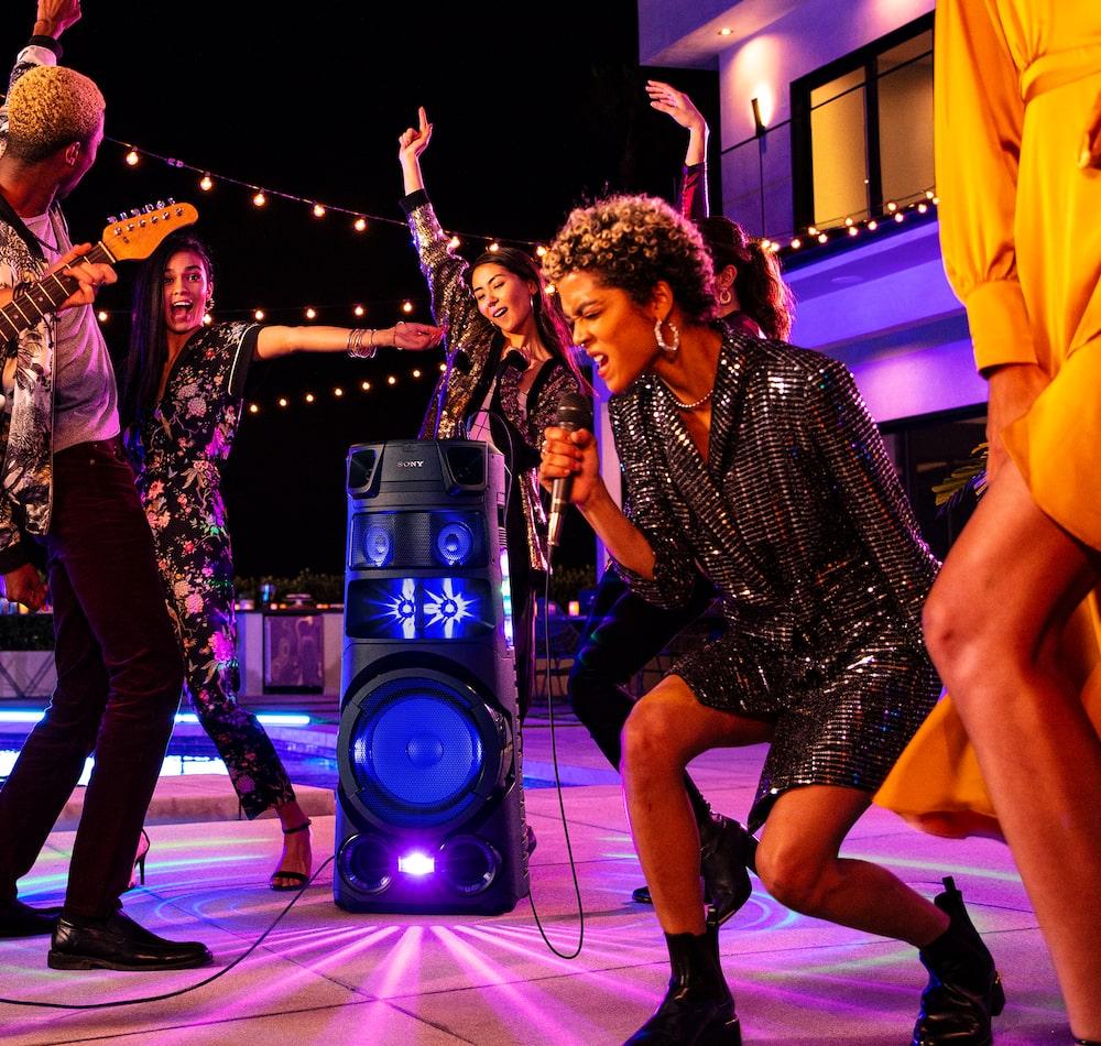 Los sistemas de audio de la Serie V de Sony en modo Karaoke permiten añadir efectos de voz.