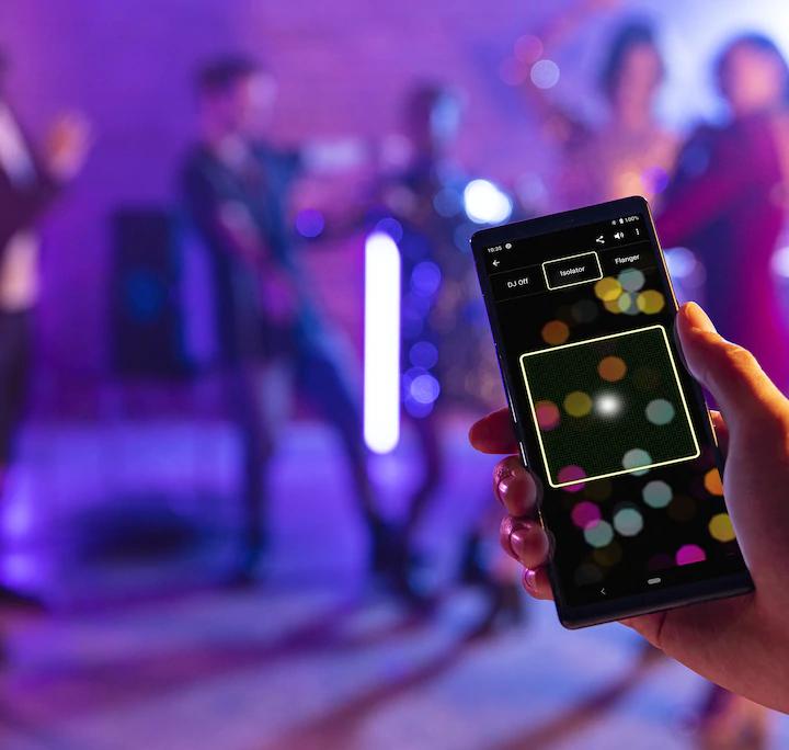 La Serie V de Sony permite controlar las funciones de los sistemas de audio desde tu smartphone con una aplicación..
