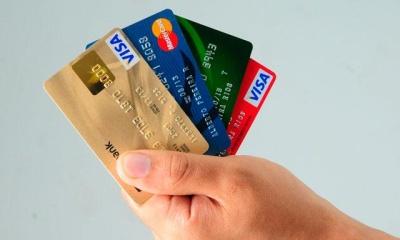 Puedes usar tarjeta de crédito o PayPal